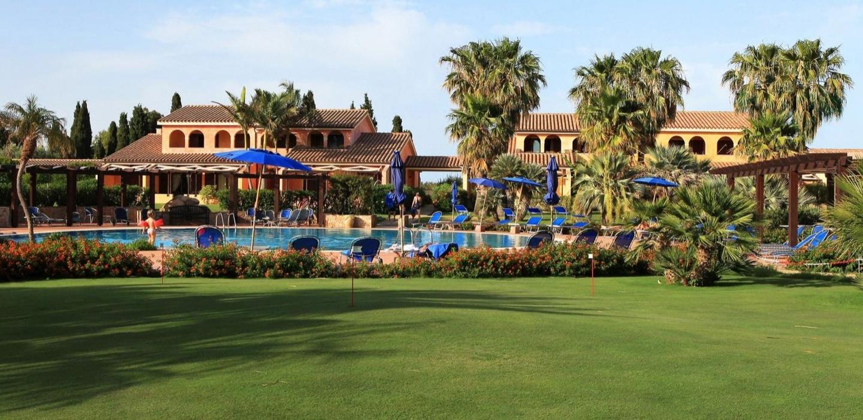 Сардиния гольф-клуб – паттинг-грин в отеле