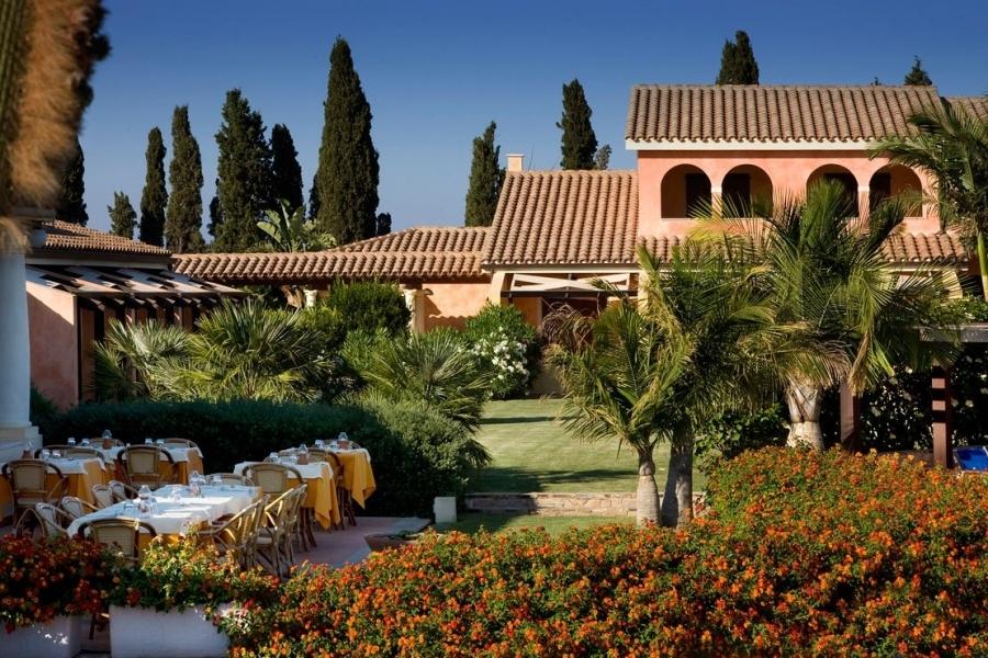 albergo-con-piscina-a-Pula-Sardegna-Sud-Orientale.jpg