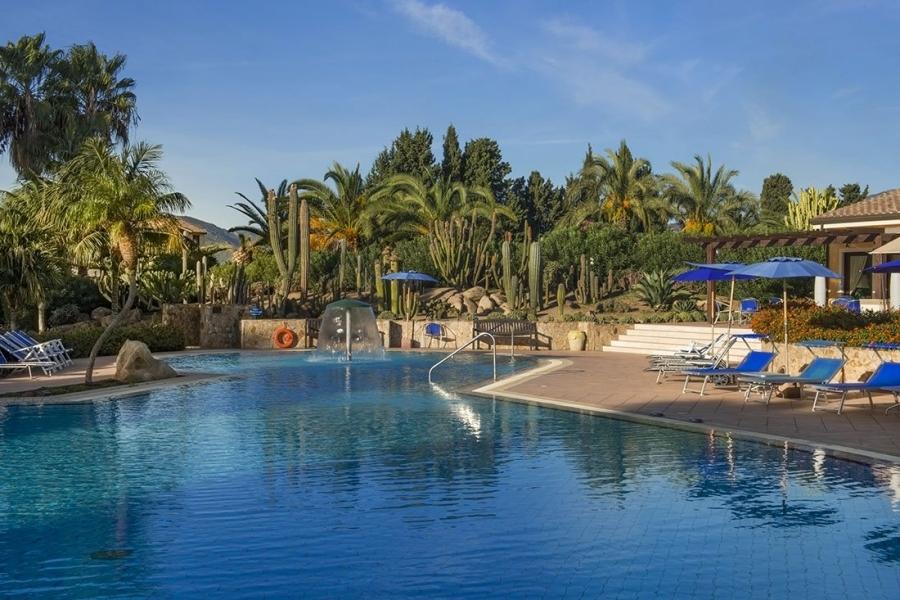 бассейн-отель-а-Пул-Sardegna.jpg