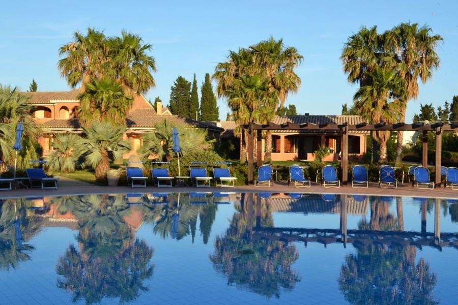 Кондо-с бассейном-в-Sardegna.jpg