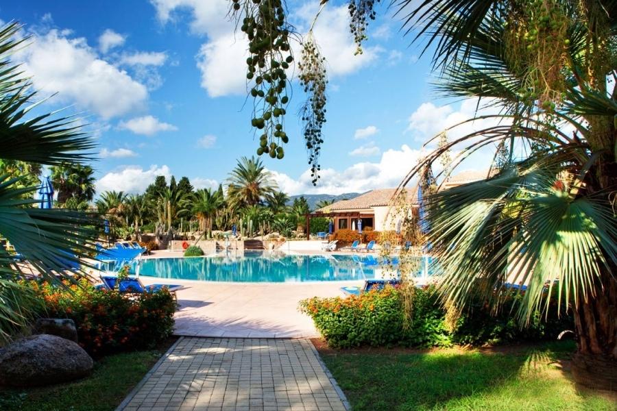 отдых-для-семьи-The-пляж-в-Sardegna.jpg